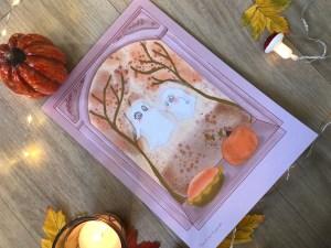 Maman fantômes et son petit se promènent en forêt automnale. Ils découvrent une appétissante pumkin pie qui les appelle fortement.   Affiche A4 21/29 cm Print papier mat 300g
